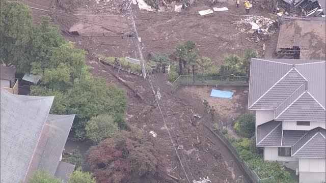 aerial video footage taken on july 7 shows rescuers continuing to search the izusan district of atami, shizuoka prefecture, where heavy rain... - 埋め立てごみ処理地点の映像素材/bロール