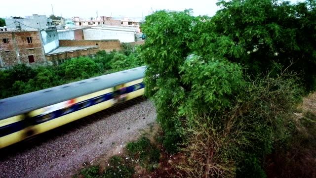 空撮ビデオの鉄道線路で