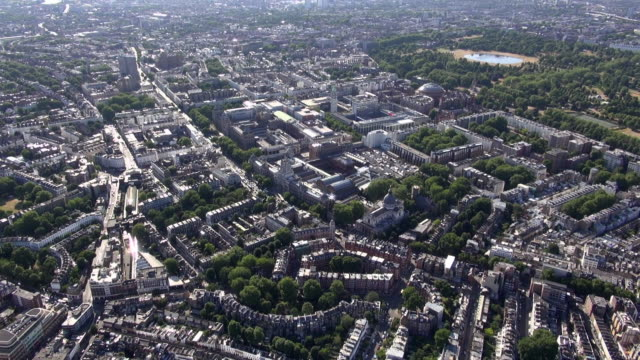 aerial video of brompton, knightsbridge and south kensington, with distant views of kensington gardens and hyde park - kensington und chelsea stock-videos und b-roll-filmmaterial