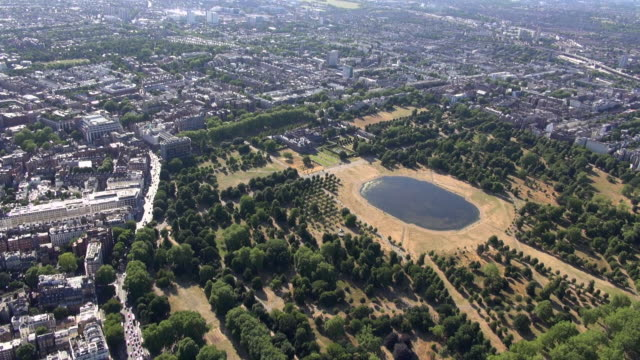 aerial video of kensington gardens with views over kensington palace and kensington and notting hill gate - kensington palace video stock e b–roll