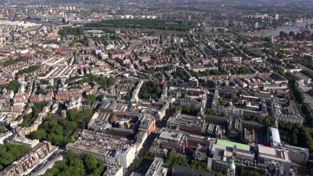 aerial video of knightsbridge and south kensington looking south with the science museum and victoria and albert museum and exhibition road in the foreground and a backdrop of chelsea and the river thames towards battersea park - kensington und chelsea stock-videos und b-roll-filmmaterial