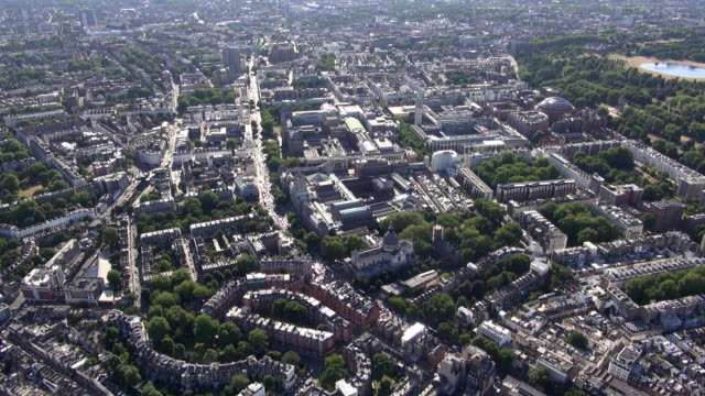 vídeos de stock, filmes e b-roll de aerial video of knightsbridge and south kensington with brompton oratory and cromwell road, victoria and albert museum, science museum, imperial college, royal albert hall and kensington gardens - royal albert hall