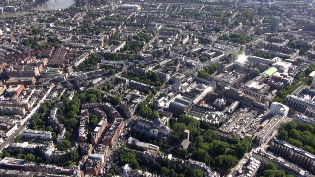 aerial video of knightsbridge and south kensington with brompton oratory, victoria and albert museum, science museum and imperial college - kensington und chelsea stock-videos und b-roll-filmmaterial