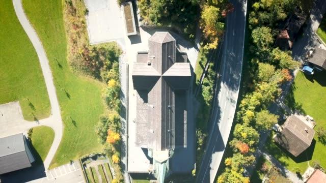 aerial video of lungern church, switzerland - 庭点の映像素材/bロール