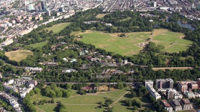 aerial video of primrose hill, london zoo and regents park, zooming out to include marylebone and central london - central park zoo stock-videos und b-roll-filmmaterial