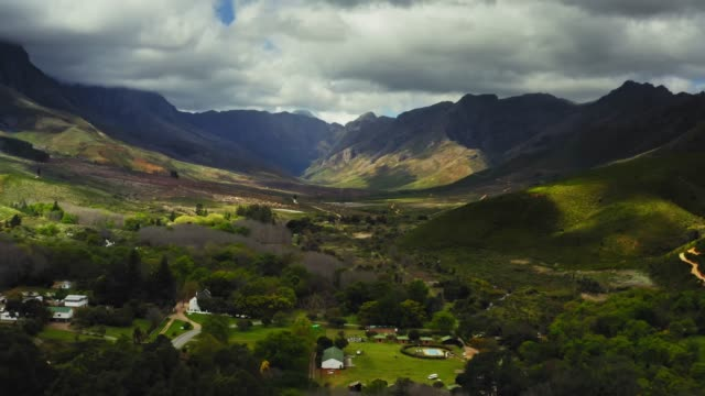 aerial video of sunlight over jonkershoek valley, western cape, south africa - stellenbosch stock videos and b-roll footage