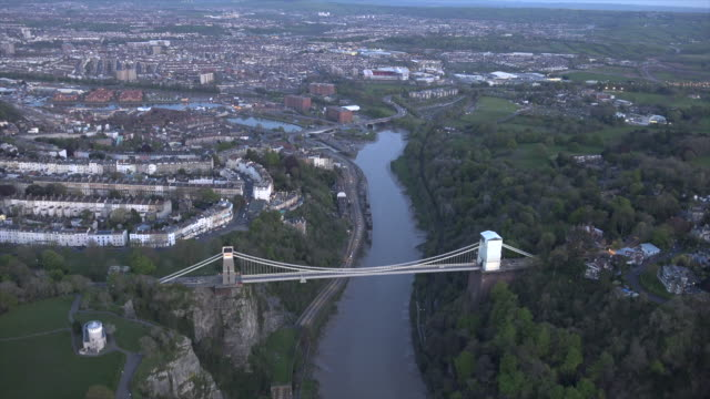 stockvideo's en b-roll-footage met aerial video of the clifton suspension bridge in clifton. bristol, uk. - druk spanning