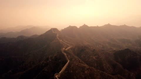 vidéos et rushes de vidéo aérienne de the great wall of china - mur d'enceinte
