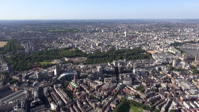 Aerial video of views eastwards over central London