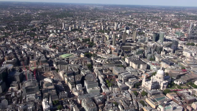 aerial video panorama of city of london featuring the barbican centre and st paul's cathedral with distant views over north east london beyond - east london stock videos and b-roll footage