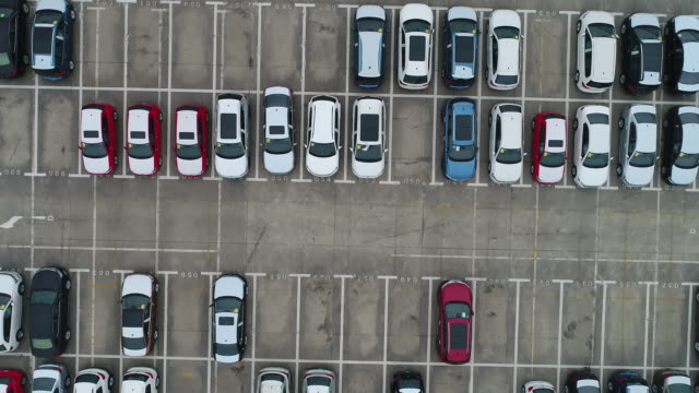 vídeos de stock e filmes b-roll de aerial view a lot of car for import and export shipping by ship,shanghai,china - parking