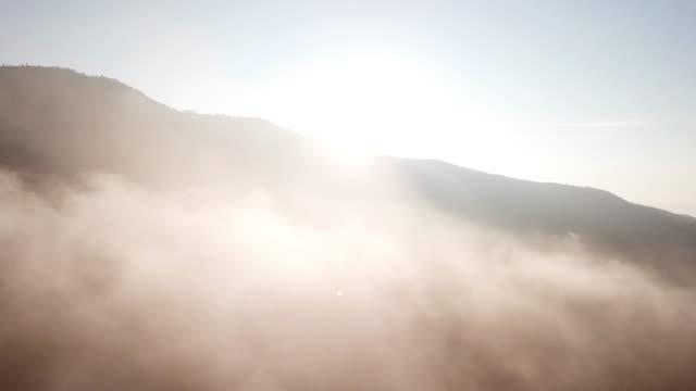 flygfoto över moln och himlen i soluppgång tid - atmosfär råmaterial bildbanksvideor och videomaterial från bakom kulisserna