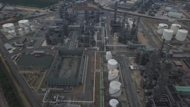 aerial view aerial shot of combine cycle powerplant and cooling tower - repubblica dello zimbabwe video stock e b–roll