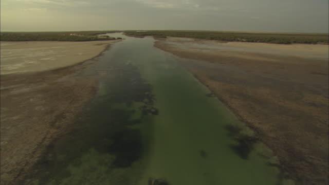 vídeos de stock, filmes e b-roll de aerial view ahbu dabi, wetlands, abu dhabi, united arab emirates  - 2012