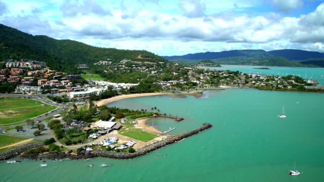 aerial view airlie beach pioneer bay whitsundays australia - vista marina stock videos & royalty-free footage