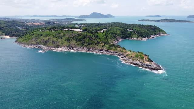 flygfoto andamansjön, blå himmel populära turistmål nära promthep cape på ön phuket i thailand. - andamansjön bildbanksvideor och videomaterial från bakom kulisserna
