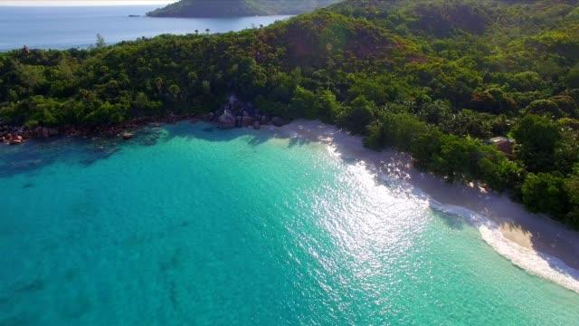 vídeos y material grabado en eventos de stock de vista aérea: anse lazio, en praslin island, seychelles - seychelles