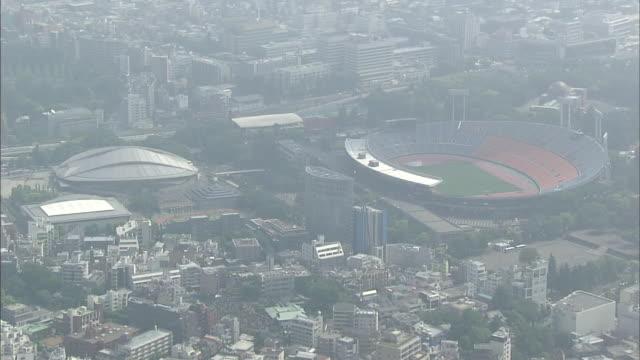 aerial view around former olympic stadium in tokyo - オリンピックスタジアム点の映像素材/bロール