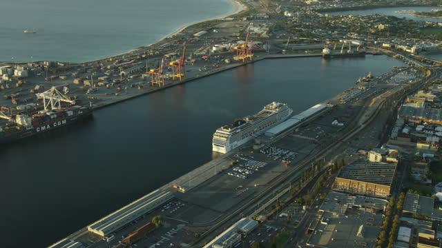 aerial view at sunset fremantle shipping harbor perth - フリーマントル点の映像素材/bロール
