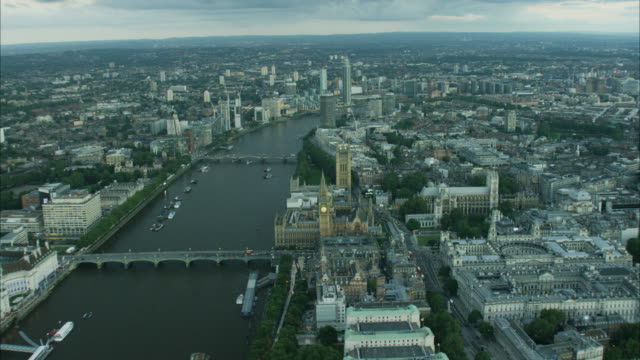 aerial view at sunset the river thames london - 観覧車点の映像素材/bロール