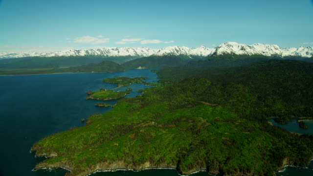 vídeos de stock, filmes e b-roll de aerial view barren wilderness of kachemak bay alaska - eco tourism