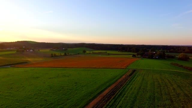 vídeos y material grabado en eventos de stock de vista aérea: paisaje bávaro en otoño - austria