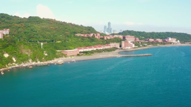 luftblick schöne küste in kaohsiung, taiwan - insel taiwan stock-videos und b-roll-filmmaterial