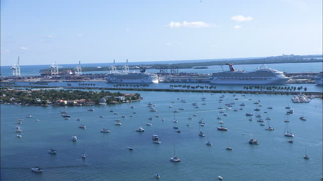 aerial view biscayne island cruise port miami usa - macarthur causeway bridge stock videos & royalty-free footage