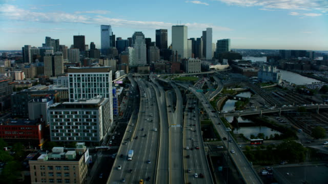 aerial view boston city skyscrapers highway 1 america - boston massachusetts点の映像素材/bロール