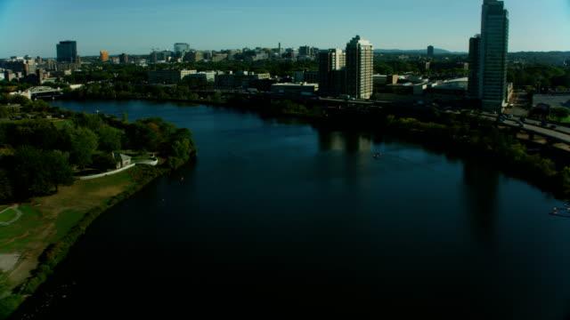 vídeos de stock, filmes e b-roll de aerial view boston harvard university bridge massachusetts usa - massachusetts