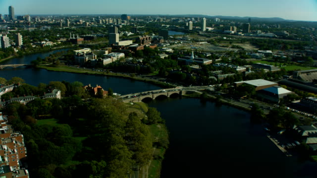 vídeos de stock, filmes e b-roll de aerial view boston harvard university buildings charles river - massachusetts