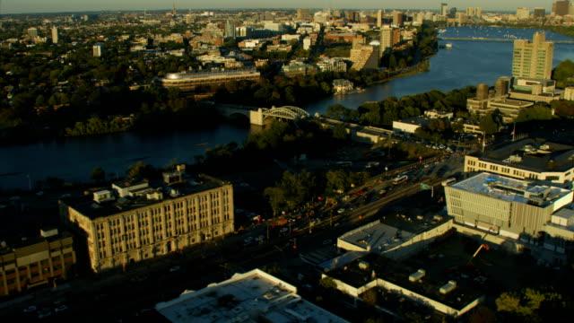 vídeos de stock, filmes e b-roll de aerial view boston university bridge buildings charles river - massachusetts
