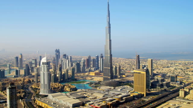 aerial view burj khalifa downtown dubai - luogo d'interesse internazionale video stock e b–roll