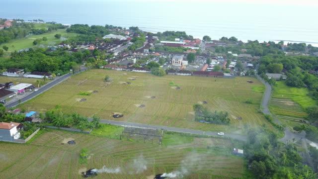 4 k: ドローン映像プラ タナロット ヒンドゥー教寺院、タバナン、バリ、インドネシアで空撮 - プラタナロット点の映像素材/bロール