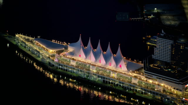 aerial view canada place vancouver british columbia canada - フェリーターミナル点の映像素材/bロール