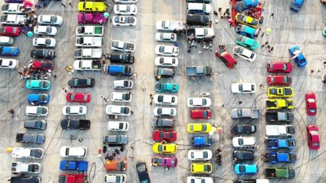 luftaufnahme autoshow auf zementparkplatz. - autoausstellung stock-videos und b-roll-filmmaterial