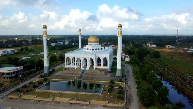 aerial view central songkhla mosque, thailand with clear sky - ottoman stock videos and b-roll footage
