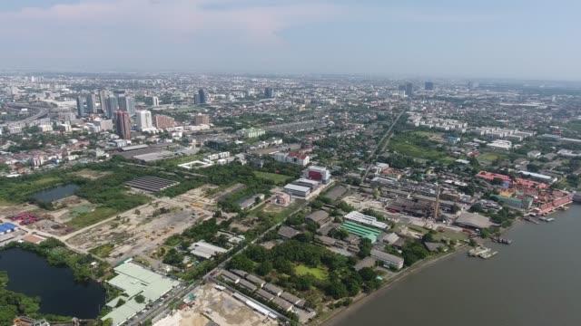 vídeos de stock, filmes e b-roll de vista aérea chao-phra-ya rio, bangkok - parte do meio