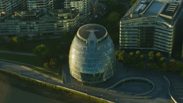 aerial view city hall at sunrise london england - mayor stock videos & royalty-free footage