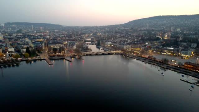チューリッヒの夜明けの航空写真都市 - switzerland点の映像素材/bロール
