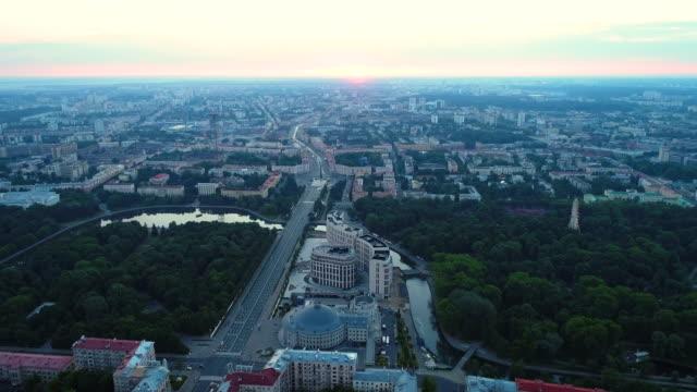vídeos de stock, filmes e b-roll de vista aérea, vista da cidade de minsk - bielorrússia