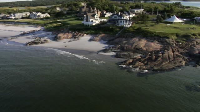 vídeos de stock e filmes b-roll de vista aérea do litoral mansions - mansão imponente