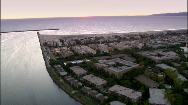 stockvideo's en b-roll-footage met aerial view coastline at sunset / marina del rey, california - noordelijke grote oceaan