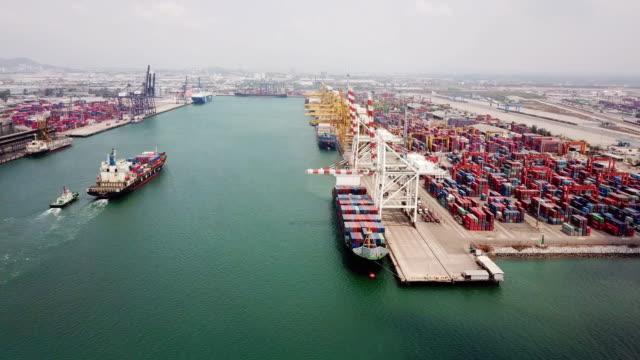 航空写真:コンテナ貨物船ターミナル工業港 - 船舶点の映像素材/bロール