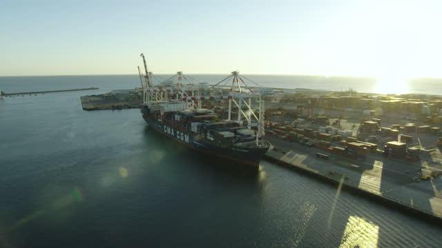 aerial view container ship docked fremantle harbor perth - フリーマントル点の映像素材/bロール