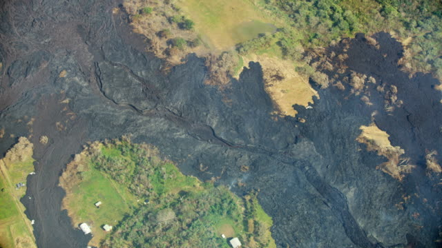 stockvideo's en b-roll-footage met aerial view cooling volcanic lava flowing from volcano - vaste stof