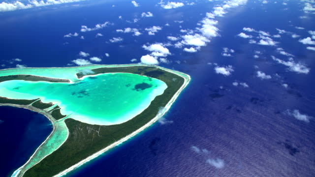 aerial view coral atoll reef tupai french polynesia - polinesia francese video stock e b–roll
