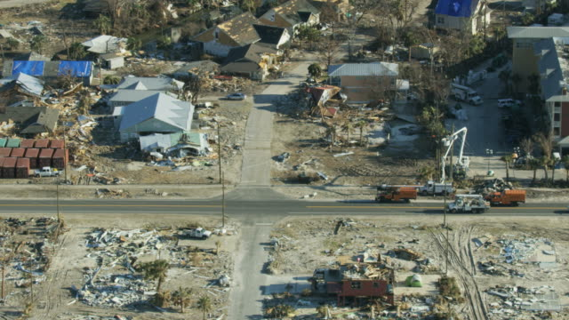 stockvideo's en b-roll-footage met aerial view devastation to property wake of hurricane - beschadigd