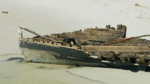 vidéos et rushes de aerial view dog island ship hurricane carrabelle florida - région de la côte du golfe