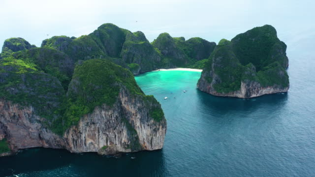 aerial view dolly right of phi phi le, phi phi islands, thailand - phi phi le stock videos & royalty-free footage